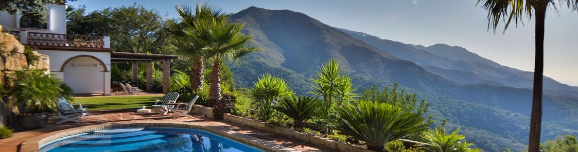 El Madroñal Villas for sale in Benahavis