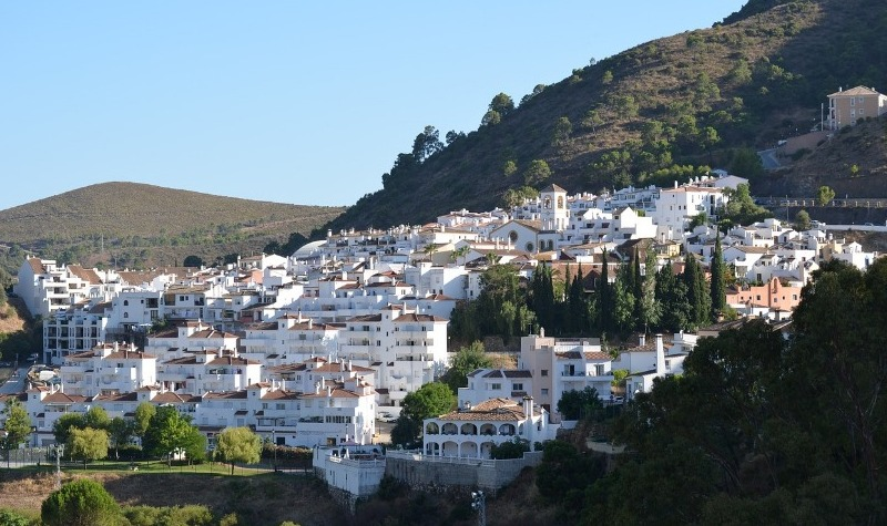 What are the best urbanisations in Benahavis?