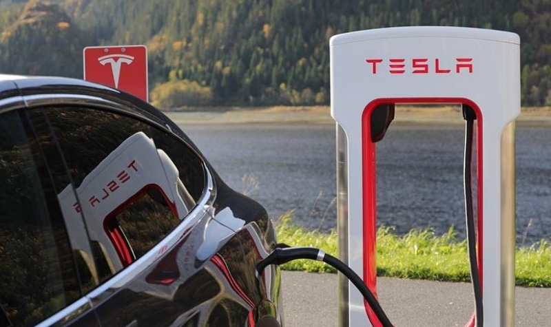 Tesla Open Temporary Pop Up Store in Marbella